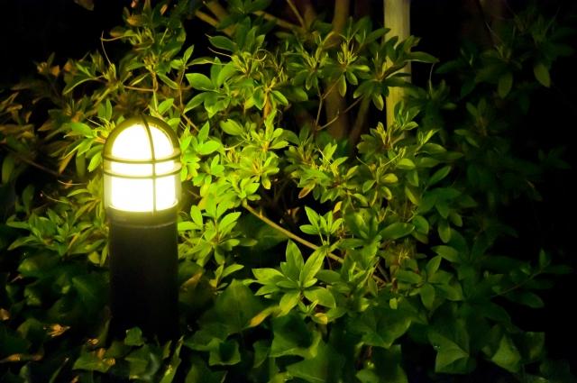 照明が少なく夜間は薄暗い
